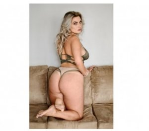 Elyona curvy escorts Bay City, TX
